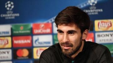 Football: Everton sign Barcelona midfielder Gomes