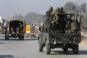 One killed as militants attack Pakistan police housing complex