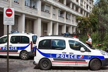Fransada məscidin qarşısında silahlı insident olub, yaralılar var