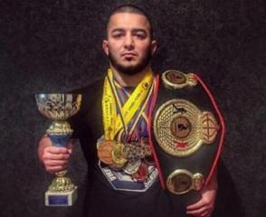 При ДТП в Баку пострадал чемпион мира по MMA