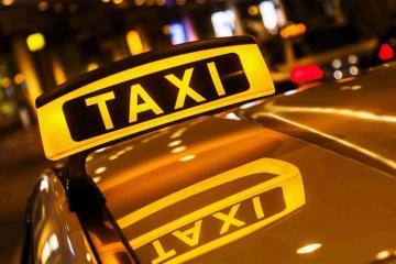 Taksilərin salonunda daşınma qiymətləri yazılmış lövhə asılmalı, taksometr qoyulmalıdır