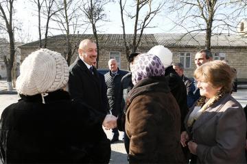 Президент осмотрел новые дома для пострадавших от землетрясения в Шамахы