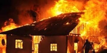 Страшный пожар в Азербайджане унес жизни отца и малолетнего сына