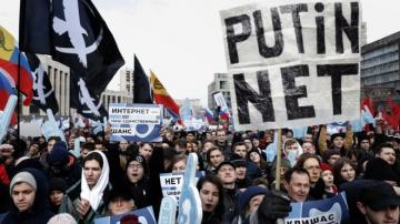 Thousands protest against cyber-security bill in Russia