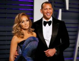 Jennifer Lopez and Alex Rodriguez announce they are engaged  - [color=red]FOTO[/color]