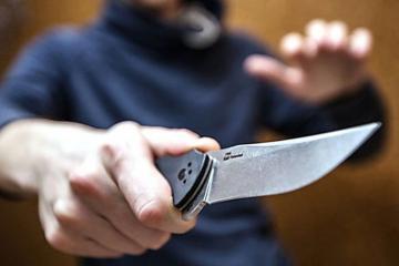 Biləsuvarda 36 yaşlı kişi bıçaqlanıb