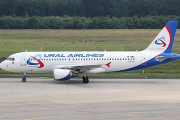 Самолет, экстренно севший в Баку в понедельник, вылетел в Москву