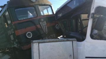 Qatarla avtobusunun toqquşmasına görə tutulanların işi məhkəməyə göndərilib