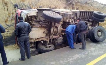 В Агсу перевернулся грузовик SOCAR, есть погибший