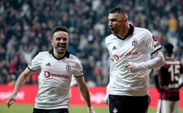 """""""Beşiktaş"""" və """"Trabzonspor"""" turu qələbə ilə başa vurublar"""