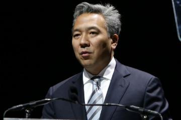 Глава Warner Brothers уволен из-за супружеской неверности