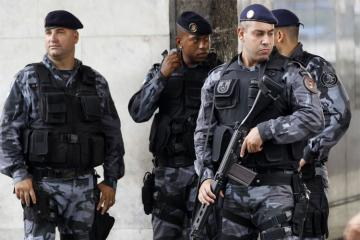 Braziliyada quldurlar polis karvanına hücum edib
