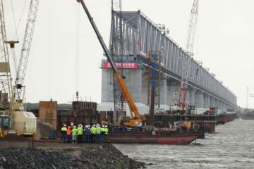 Россия и Китай соединили мост через Амур