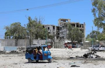 Al Shabaab attacks Somali government building in Mogadishu, at least nine dead - [color=red]UPDATED[/color]