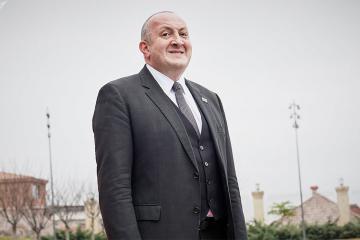Gürcüstanın sabiq prezidenti şəxsi kottecini 80 dollara kirayəyə verir
