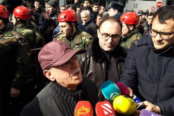 Министр чрезвычайных ситуаций Кямаледдин Гейдаров прибыл на место пожара
