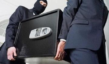 В Баку из квартиры гражданки Узбекистана унесли сейф с золотом и деньгами