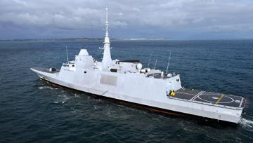 Французские ВМС перехватили судно с 800 кг кокаина
