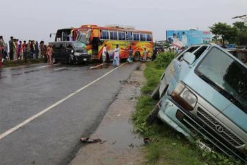 Banqladeşdə avtobusun qəzaya uğraması nəticəsində 9 nəfər ölüb