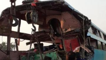 8 dead, 24 injured as bus crashes into truck on Yamuna Expressway