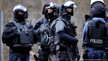 Almaniya polisi terrorda şübhəli bilinən 10 nəfəri həbs edib