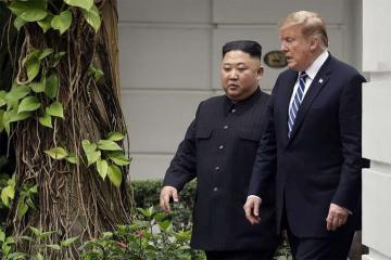 Tramp Hanoyda KXDR liderindən öz raketlərini ABŞ-a verməsini istəyib