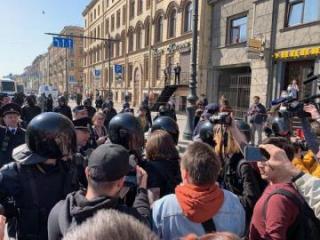 Шесть человек задержаны на первомайском шествии в Петербурге