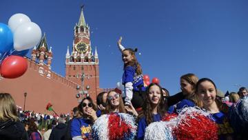 На Красную площадь в Москве пришли более ста тысяч человек