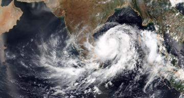 India evacuates 780,000 as major cyclone nears