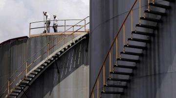 ABŞ-ın neft ehtiyatları 10 mln. barel artıb