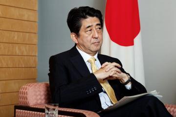 Японский премьер выразил желание встретиться с Ыном