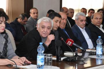 """Aqil Abbas: """"Nəvəmin çantasını götürə bilmirəm"""""""
