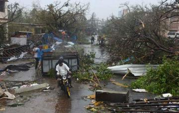 Cyclone hits Bangladesh after India