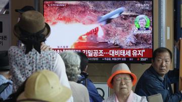 Сеул созвал экстренное совещание в связи с запуском ракет КНДР
