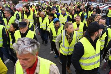Yellow Vests hold 25th week of protests in Paris