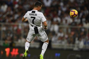 Роналду забил 100-й мяч головой