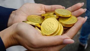 Стоимость биткоина впервые с ноября 2018 г превысила 6 тысяч долларов