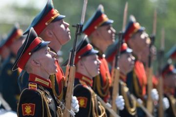 В Москве в честь Дня Победы проходит торжественный парад
