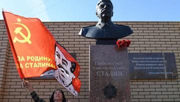 Novosibirskinin Bolşevik küçəsində Stalinin abidəsi ucaldılıb