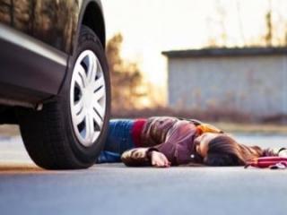 Bakıda sürücü vurduğu qadını xəstəxanaya yerləşdirib