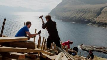 Faroe Islands 'close down' as tourists fly in to repair them - [color=red]POTO[/color]