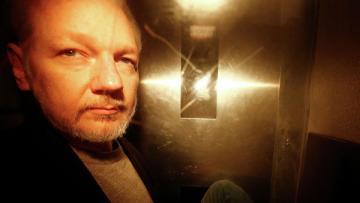 Шведская прокуратура возобновила расследование по делу Ассанжа