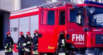 В Баку сгорел микроавтобус