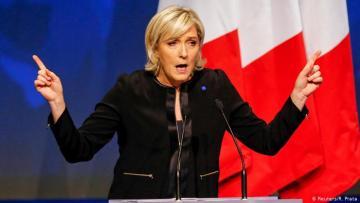 Ле Пен обвинила Макрона в неконституционном поведении