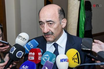 Arif Məlikovun heykəlinin yerini, hansı üslubda olacağını komissiya müəyyənləşdirəcək