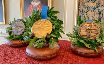 Avropa Oyunlarının medalları 24 karatlıq qızıl, 999 əyarlı gümüş və bürüncdən hazırlanıb