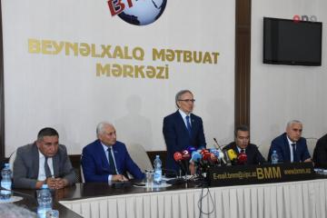 """""""Azərbaycana baxış: siyasi maraqlar media müstəvisində"""" mövzusunda dəyirmi masa keçirilib"""