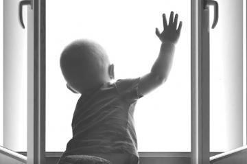 В Китае выжил ребенок, упавший с 23-го этажа