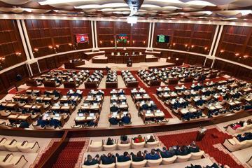 Deputatların statusuna dair qanuna dəyişiklik təklif edilir