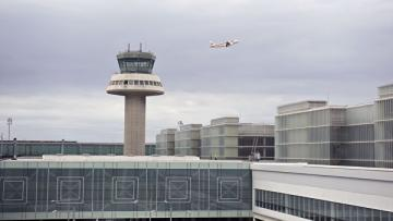 Пассажирский самолет экстренно сел в Барселоне из-за ложной угрозы взрыва